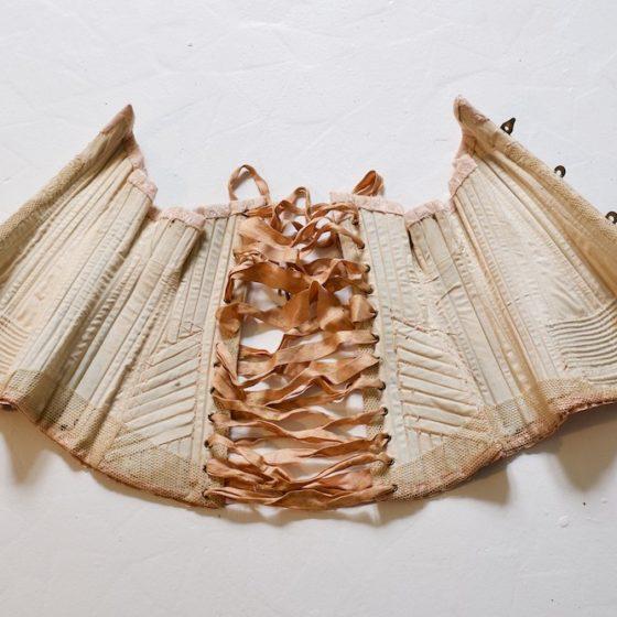 corset-1890-1900-interieur